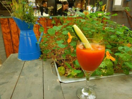 Zum Apéro ein Glas Tomatensaft...