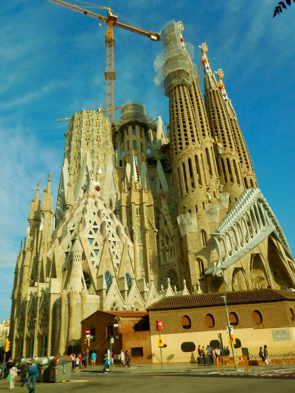 Total-Ansicht der La Sagrada Familie in Barcelona