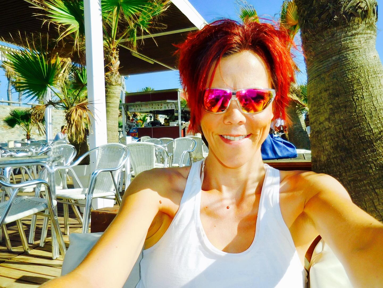 Selfie in einem Strandcafé in Barcelonetta, Barcelona