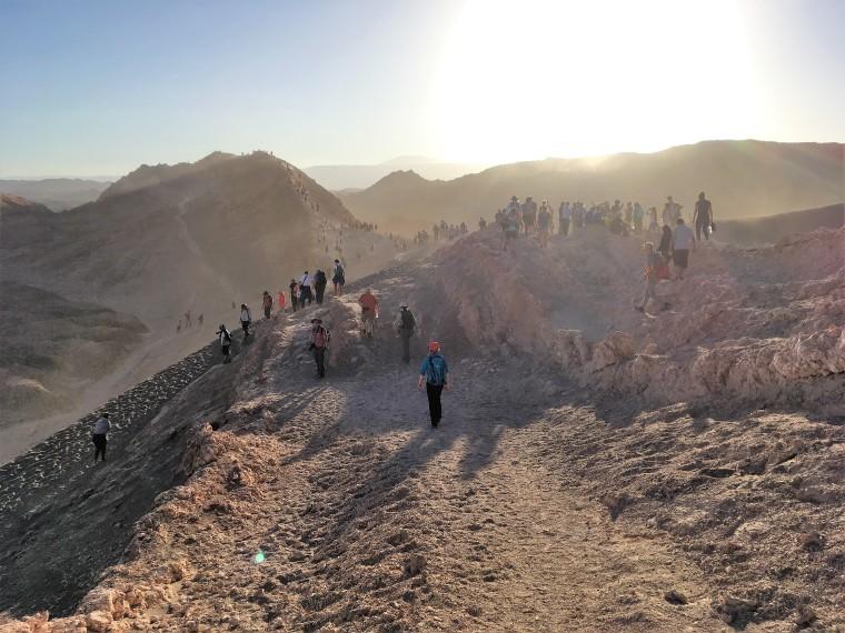Wanderer im Valle de la luna, Atacama